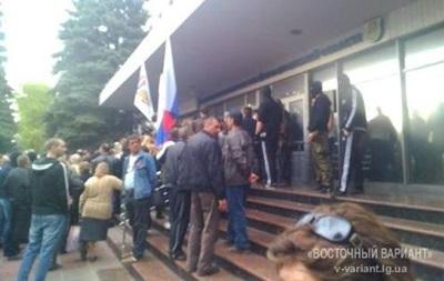 Здание облмилиции в Луганске обстреливают из автоматов - СМИ