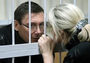 Адвокат обжаловал продление ареста Луценко