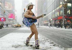 Знаменитый Голый Ковбой из Нью-Йорка превратил свое нагое выступление в прибыльную франшизу