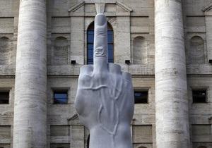 В Милане разгорелся скандал вокруг одиннадцатиметрового среднего пальца