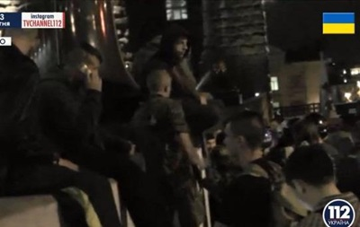 Здание Кабмина блокируют неизвестные в камуфляже - СМИ