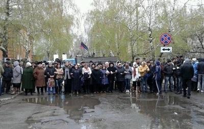 Жителей Славянска зовут в центр города записывать обращение для Путина - источник