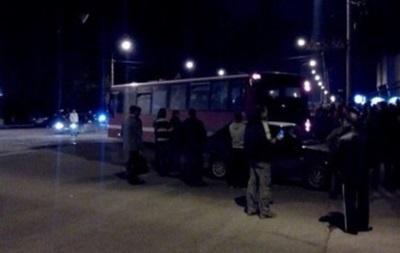 Солдат-срочников вывезли из захваченного военкомата в Луганске