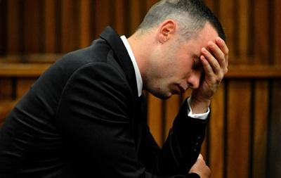 После убийства своей девушки Писториус плакал и молился – сосед спортсмена