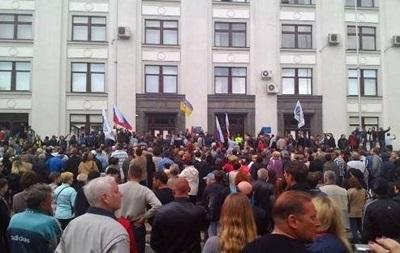 В Луганске снова захватили здание облпрокуратуры