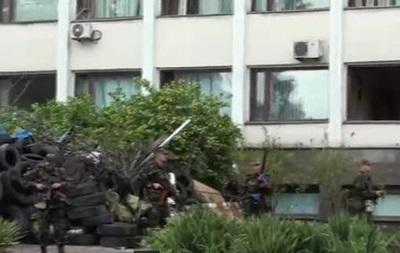 В Сети появилось видео  зачистки  горсовета в Мариуполе