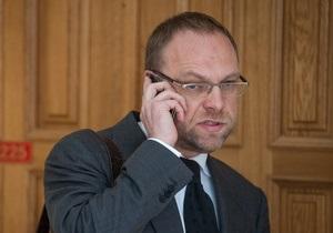 Власенко опроверг информацию об отказе Теличенко защищать Тимошенко