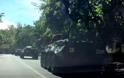 В Киеве в сторону центра движется колонна боевых машин