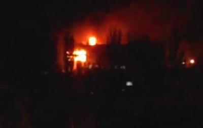 В Мариуполе горит здание горсовета