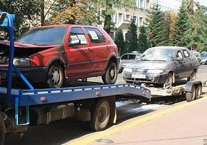 В Ивано-Франковске неизвестные подожгли два автомобиля такси