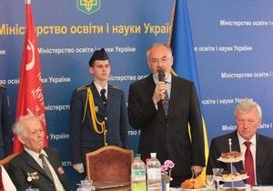 Табачник заявил, что ему удалось вернуть правду о войне в школьные учебники