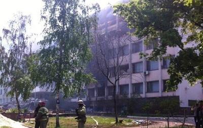 В Мариуполе вновь горят верхние этажи здания горисполкома