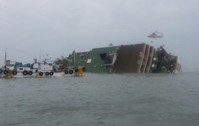 У берегов Италии перевернулось судно с мигрантами на борту
