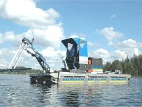 В Киеве представили вездеход, который будет чистить водоемы
