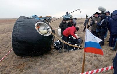 Корабль Союз с тремя космонавтами на борту приземлился в Казахстане