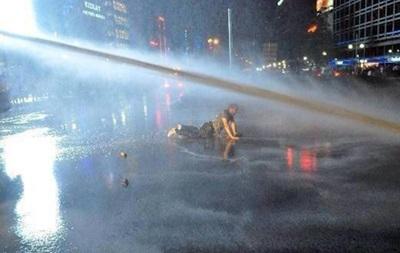В Турции полиция применила водометы против митингующих