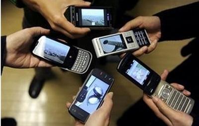 Использование мобильных телефонов повышает риск развития рака мозга - ученые