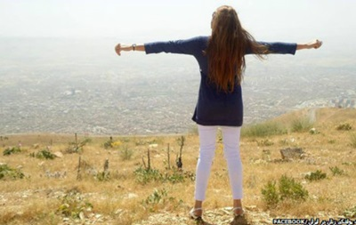 Женщины Ирана постят селфи без паранджи
