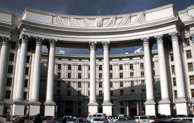 Украина требует от России отменить авиаучения во время выборов - МИД