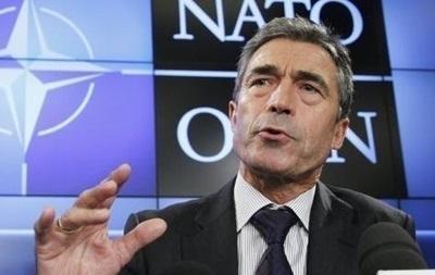 Расмуссен: Украина может просить военной помощи у отдельных стран НАТО