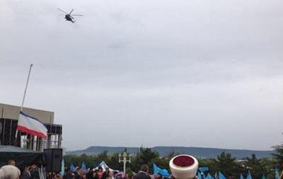 В Крыму митинг крымских татар  контролируют  военные вертолеты