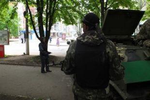 На блокпосту в Луганской области ограбили фуру с дорогими авто
