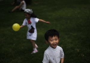 Власти Китая могут ослабить контроль за рождаемостью в 2013 году - эксперты