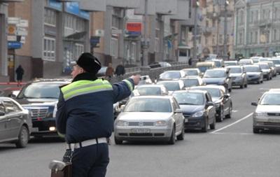 На выходные в Киеве ограничат движение через Московский мост