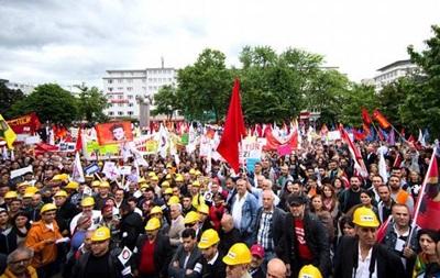 Десятки тысяч демонстрантов выступили против приезда Эрдогана в Кельн