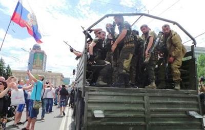 В центре Донецка проходит митинг против выборов президента