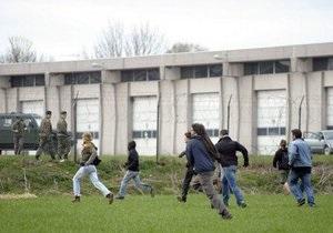 Десятки пацифистов пытались штурмовать штаб-квартиру НАТО