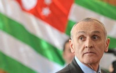 В Абхазии созывается экстренное заседание парламента
