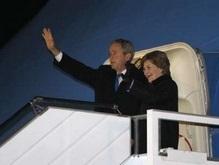 Президент США Буш прилетел в Украину с государственным визитом (расширенная)