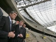 Ющенко покатал Ахметова на автомобиле