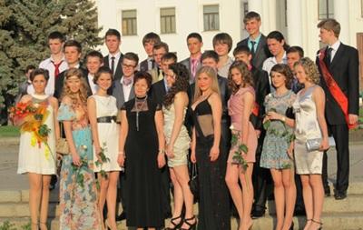 Выпускные вечера в Донецке пройдут до 20.00