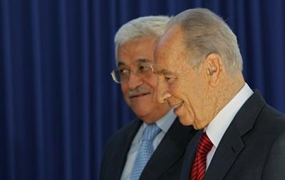 В Ватикане пройдет встреча Переса с Аббасом