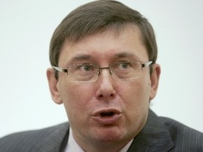 УП: Луценко в очередной раз пожаловался, что во франкфуртском аэропорту ему  хрюкнули в лицо