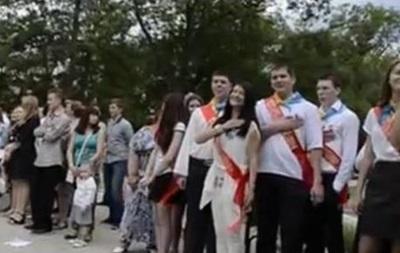 Выпускники в Ялте спели украинский гимн вместо российского