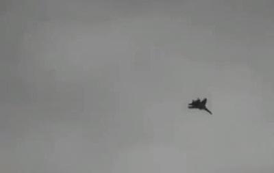 Над Луганском летает военная авиация - соцсети
