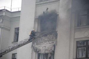 Кто стрелял по Луганской ОГА? Версии интернет-пользователей