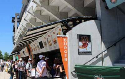 Вкусная благотворительность: Организаторы Ролан Гаррос поделятся едой с бедными