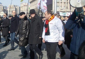 СМИ: Участникам митинга оппозиции на Майдане платили по 100 грн