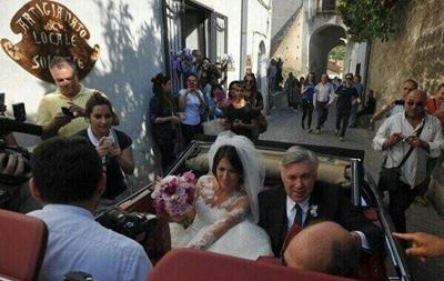 Наставник Реала не смог сдержать слез, выдавая свою дочь замуж