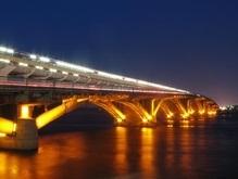 Черновецкий подсветил мосты