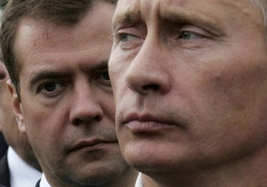 Медведев получил в подарок портрет Путина