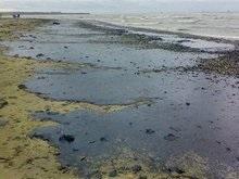 Огромное масляное пятно появилось на поверхности Черного моря