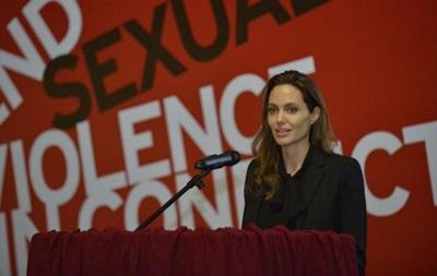 Анджелина Джоли открыла саммит о сексуальном насилии в войнах