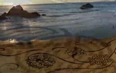 Кто рисует  полотна  на пляжах США? - репортаж
