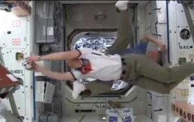 Астронавты МКС сыграли в  космический футбол  в честь начала ЧМ-2014