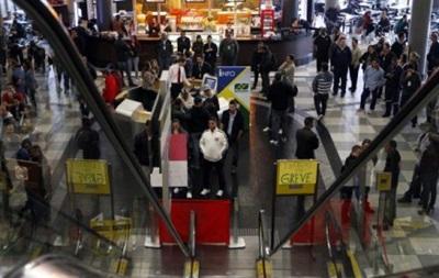 В Бразилии работники трех аэропортов объявили забастовку
